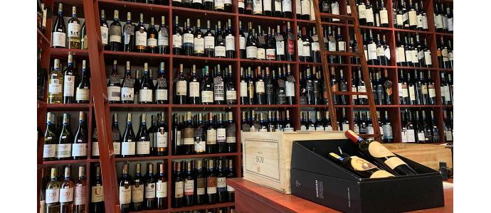 ¡Más vino por favor!